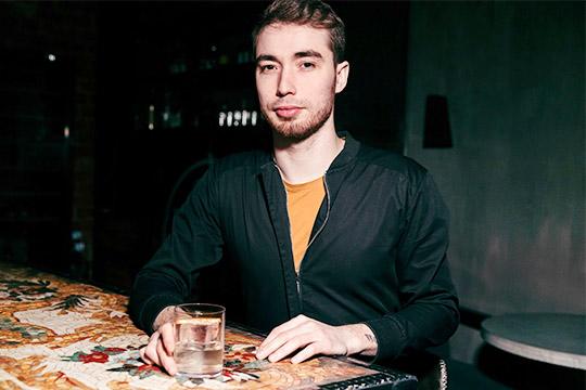 Илья Терентьев — совладелец известных в Казани баров More и XIX.XX, он развивает концептуальные пространства, которые популярны в молодежной тусовке, уставшей от кальянных