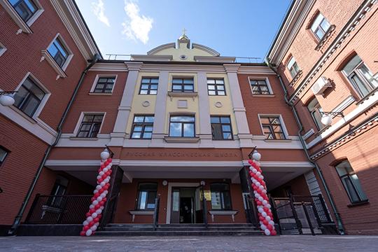«Конкретно в этой гимназии около сотни учеников. Она полностью на плечах епархии. Кстати, по моему распоряжению в гимназии учат татарский язык»