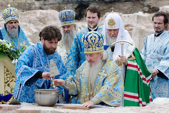 На фото: Церемония закладки камня в основание храма Казанской иконы Божией Матери