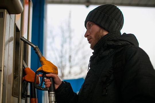 Паралич мировых авиаперевозок, сокращение железнодорожного, автобусного и автомобильного сообщения делают топливо невостребованным. Обвалился и спрос на бензин