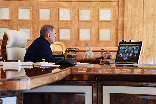 Рустам Минниханов как раз завершил онлайн-совещание с операторами связи. Выяснилось, что только на этой неделе нагрузка на них возросла на 30%