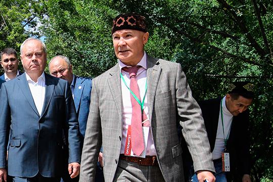 Фарит Фарисов выступает как связующее звено между всеми регионами-организаторами Сабантуя (Татарстан, Башкортостан и Москва) и федералами. Есть надежда на то, что праздник может состояться
