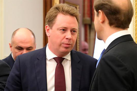 «Крымский канал» отмечает, что Мантурову дают возможность избавиться отдважды навязанного ему замаДмитрия Овсянникова