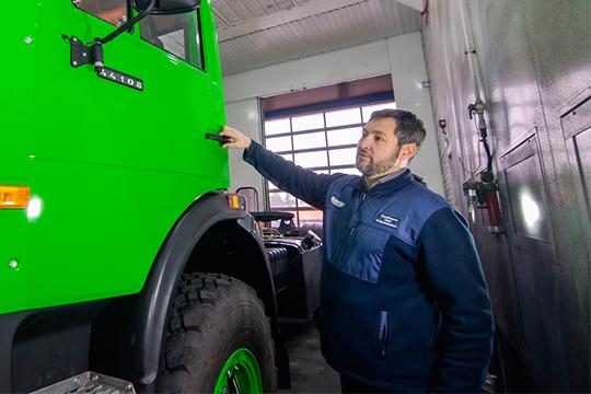 Спрос наКАМАЗы неупадет, считает руководительГК«Кориб»Олег Коробченко, потому что автомобиль этот очень простой вэксплуатации ибезотказный, как автомат Калашникова