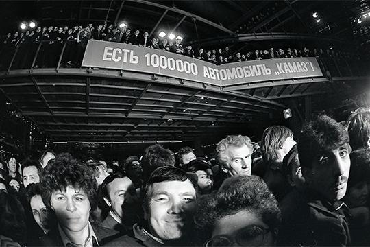 В октябре 1988 года с конвейера Камского завода сходит миллионный автомобиль КАМАЗ