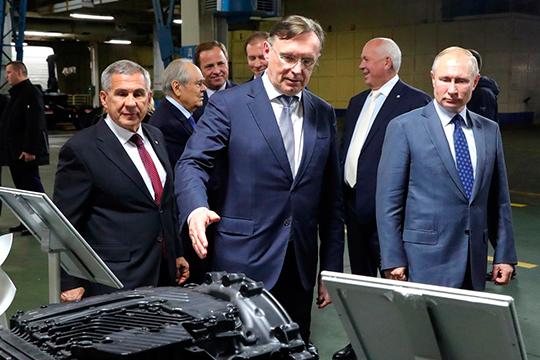 Сергей Когогин имеет широкие лоббистские возможности благодаря тому, что через своего патрона, шефа «Ростеха» иодного изближайших путинскихсоратниковСергея Чемезовавхож всамые высокие кабинеты