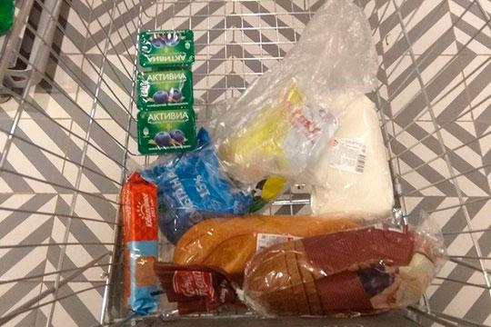 «Надо купить молоко, хлеб, сметану, сахар, печенье и йогурты. Понимаю, что не спросил, какие именно марки продуктов предпочитает бабушка»