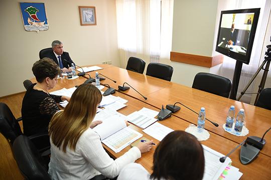 На пятничной встрече бизнеса с мэром Челнов Наилем Магдеевым главврач клиники «Авицена» Александр Павлов выступил с предложением массово проводить подтверждающие исследования на covid-19