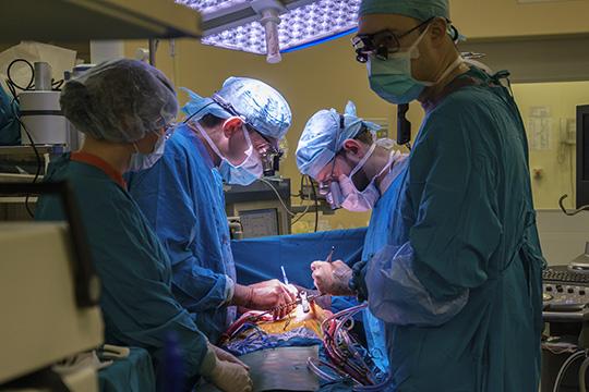 «Умерло неочень большое количество людей, покрайней мере, официально отэтой болезни. Нозабывают сказать, сколько умерло людей откарантинныхмер. Люди умирают ототложенных операций!»