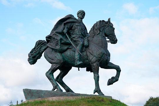 Памятник Минигали Шаймуратову