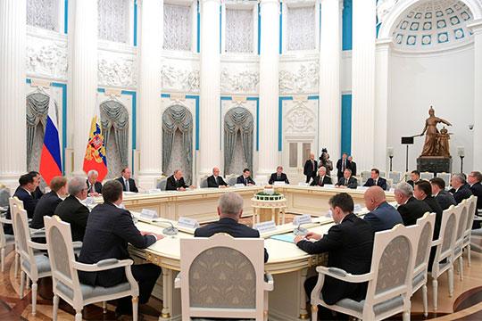 Хазин считает, что досвоего заявления вконце мая Путиндолжен провести первую показательную чистку