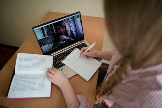 «По дистанционному обучению проходит большой эксперимент. В Татарстане 1587 школ, более трети из них подключены по «оптике», половина — по АDSL»
