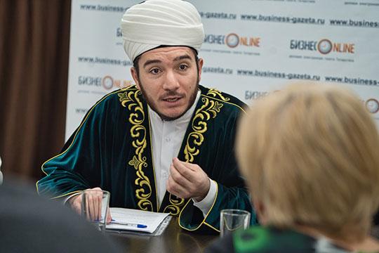 Как сообщил заместитель муфтия Татарстана Ильфар Хасанов, в этом году Духовное управление мусульман РТ проведение массовых авыз ачу заменило раздачей ланч-боксов для постящихся