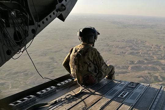 «Вспомним, как американцы входили вИрак. Американские потери— это порядка трехсот человек, авот Ираку это вторжение принесло, поразным оценкам, почти миллион жертв. Поэтому человеческие жизни нестали ценить больше»