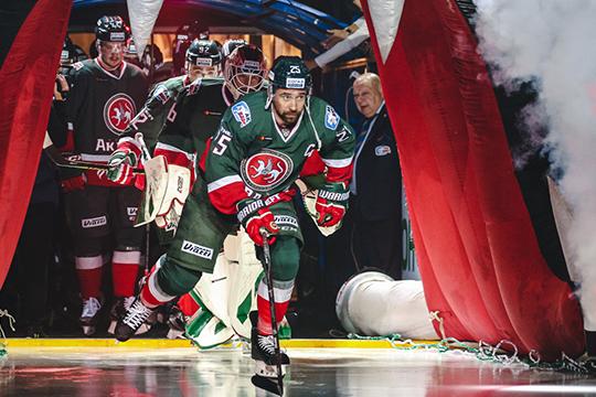 Сторона хоккеиста настаивает насохранении оклада науровне двух последних сезонов—100млн рублей засезон иплюс всевозможные бонусы, благодаря которым сумма может вырасти до130 млн
