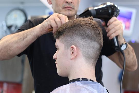 вТатарстане разрешили выйти наработу парикмахерам. Соответствующее постановление правительства РТ, нарадость всем «заросшим» насамоизоляции жителям республики, вышло вминувшую субботу