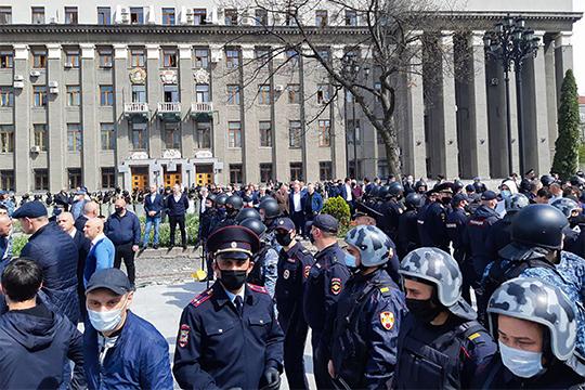 «Думаю, что подлинная причина протеста — просто хамское отношение властей к народу. Как будто мы не живые люди, а какая-то социологическая погрешность в их отчетах перед Путиным»