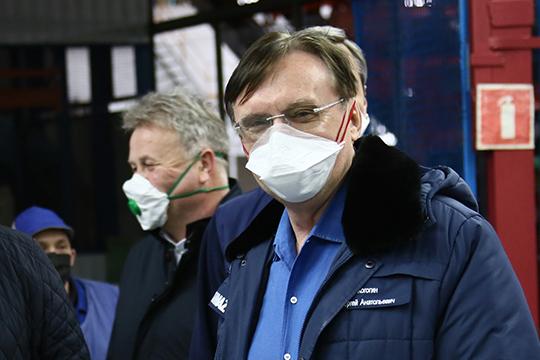 Рулевой КАМАЗаСергей Когогин (3)потерял сразу трипозиции в рейтинге. Причина— обвальное падение спроса нагрузовики ипродукцию автопрома вцелом