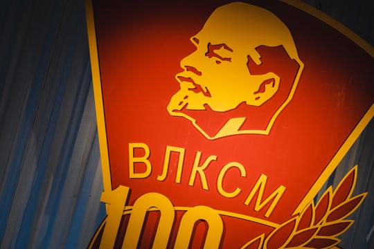 «Мало кто спорит с тем, что сегодняшний мир очень сильно отличается от того мира, в котором жил Ленин. Промышленный рабочий класс отчасти утратил свое значение и сильно изменился»