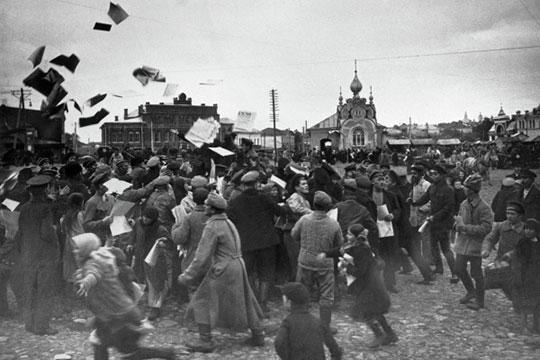 «На момент революции 1917 года подавляющее большинство населения не относилась к рабочему классу, и тем не менее, не только приняло активное участие в революции, но и стала ее движущей силой»