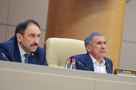 Рустам Минниханов: «Если потеряем коллективы квалифицированных работников, обратно собрать их будет сложно»
