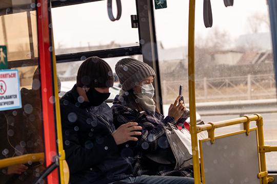 Пассажиропоток вгородском транспортесоставляет24% отпрежнего, нонамаршруты выходит половина подвижного состава. Перевозчики рассказывают, что сократили рабочее время, авместе сним изарплаты