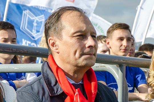 Сам Сергей Юшко вчера заявил, что впервые слышит про уголовное дело против себя:«Создать факультет было не моим решением, а место декана я занял после процедуры выборов. В чем суть претензий?»