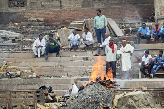 «Кремация недопустима умусульман!Мыпросто неприемлем такой способ захоронения. Мусульмане придают тело земле после определенного ритуала омовения изавертывания всаван»