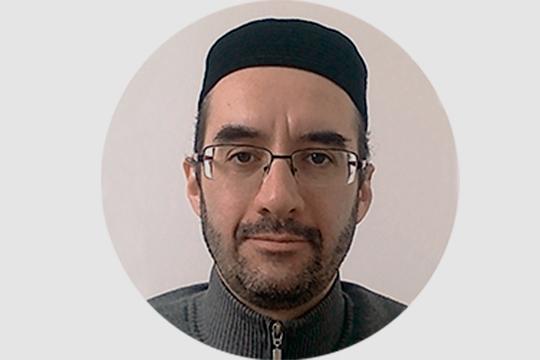 ФСБ задержало, асуд арестовал надва месяца имама казанской мечети «Аль-Иман»Альберта (Абдуррахмана) Наумова. Силовики считают его лидером запрещенной вРоссии организации «Нурджуллар»