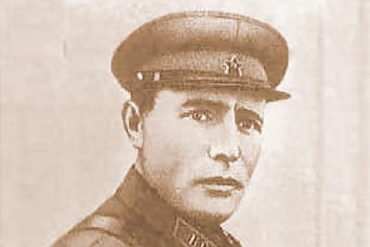 Последний изкомандующих Севастопольского оборонительного района генерал-майорПетр Новиковпокинул осажденный город последним. Будучи тяжело раненным, попал вплен
