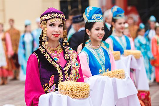 «В России 5,3 миллиона татар — это данные переписи 2010 года. К сожалению, в период между переписью 2002 и 2010 годов количество татар уменьшилось на 240 тысяч человек. Мы считаем, что должны сохранить цифры 2010 года»