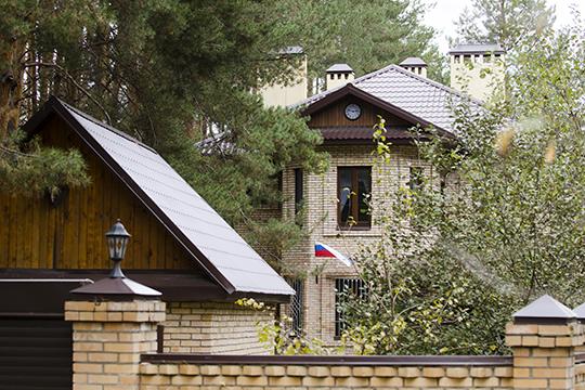 Практически невозможно снять налето загородный дом наказанской «Рублевке» вдеревне Матюшино Лаишевского района. Тут выставлено всего три дома