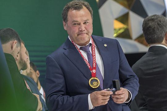 Рафик Якубов:«Перед нами сейчас стоит задача— сохранить костяк команды, который был впрошлом сезоне. Это, впервую очередь, желание тренерского штаба, скоторым мыпоитогам сезона сели ивсё обсудили»
