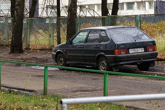 Как автомобилиста Ахметгалиева очень «напрягают» лихачи надорогах, которые паркуются внеположенных местах, подрезают участников движения изаезжают нагазоны