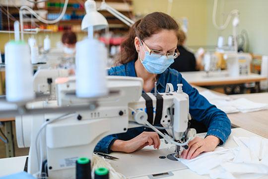 Производство масок выросло вдесять раз— с800 тысяч всутки вначале года до8,5млн вапреле