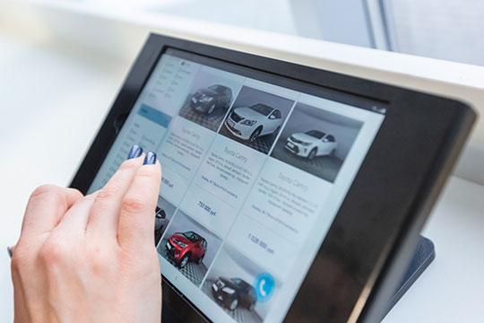 В плане онлайн-продаж подержанных машин все проще, здесь салонам правила никто не диктует. Но есть другая сложность — не все компании справятся, потому что эта работа требует повышения компетенций