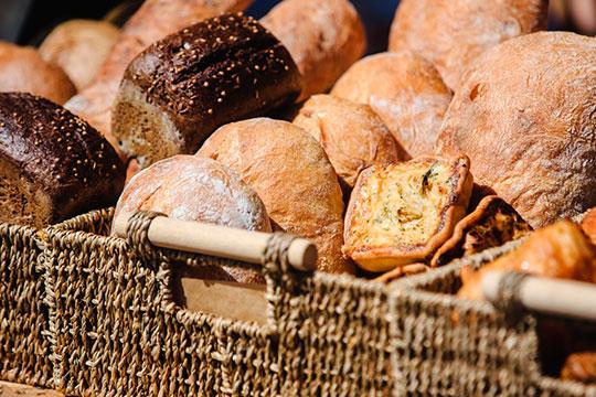 «Многие сейчас берут нашу муку и сами пекут хлеб дома — это выгоднее, чем покупать в пекарне»