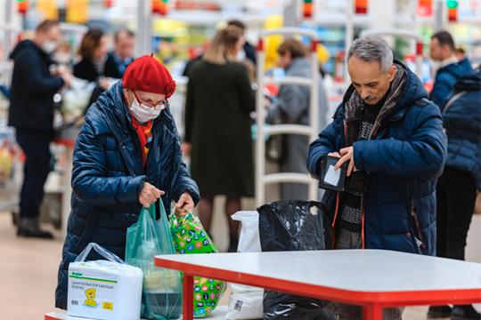 Насумму от1 до3тыс.рублей штрафуют казанцев запоход запродуктами без медицинских масок