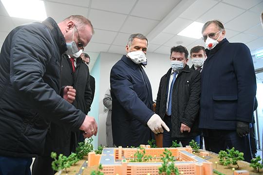 Всамом городе Минниханов проверил, как идет капремонт в челнинской инфекционной больнице, которая неремонтировалась 40лет