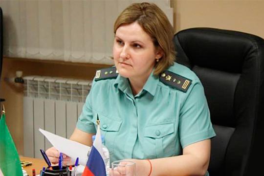 Елена Степановакурирует вопросы организационно-контрольной работы, документационного обеспечения иработы собращениями граждан
