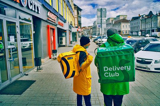 Чаще всего на городских улицах сегодня можно встретить людей в ярко-желтой или зеленой экипировке