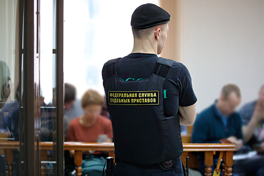 Череду коррупционных скандалов Безуевскому удалось прервать. Впервую очередь, засчет перестройки всобственной службе безопасности ФССП, которая перестала быть бутафорской