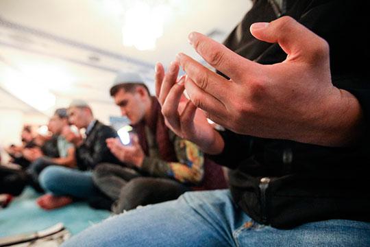 «Как известно, пост всвященный месяц рамадан дан человеку, чтобы онучился контролировать всебе два природных зова: любострастие ичревоугодие»