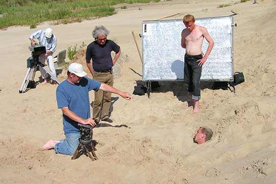 «Сломанный микроскоп» попал в Роттердам — главный фестиваль авторского и экспериментального кино в Европе. Через два года Литовец в качестве оператора снял уже полнометражный фильм по Осокину, «Инзеень-малина»