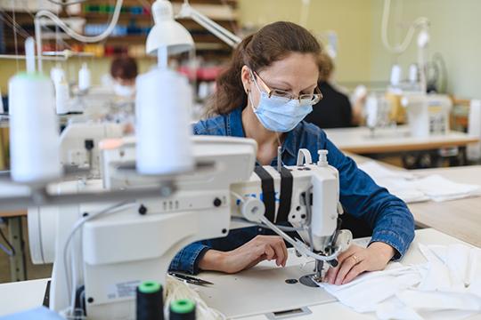 «Все коллеги и друзья-производители, с которыми я общался — неважно, производили они женскую одежду или спортивную — шили маски»