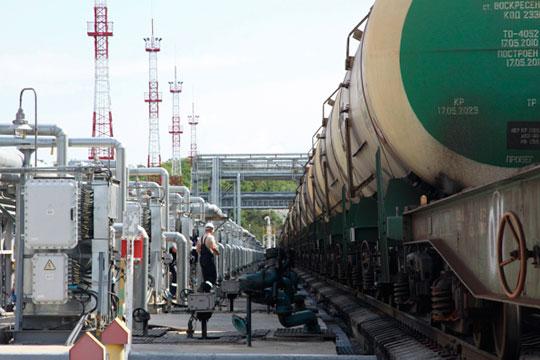 «Проблема есть в логистике: есть хранение в одном месте, а нефть добывается в другом, и нет транспортной мощности, удобного и доступного способа транспортировки»