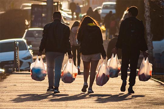 Впоследний рабочий деньпредпраздничнойнедели, 30апреля, индекс самоизоляции в Казани составил лишь 2,1 балла. Поклассификации «Яндекса» это означало, что наулицах было «очень много людей»