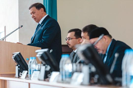 «После Хасанова президентом АН РТ стал Ахмет Мазгарович Мазгаров — химик, а сейчас ее возглавляет Мякзюм Халимулович Салахов — чистый физик»