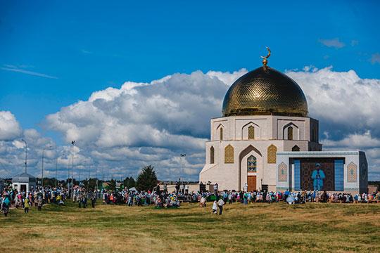 «Когда собираются 20мая на«Изге Болгар җыены» послучаю принятия ислама булгарами, топростых людей почти нет, одни муфтии»