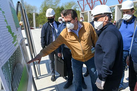 От «коронавирусной» стройки переместились к строительству крытого футбольного манежа по ул. Танковая, в котором смогут одновременно заниматься 160 спортсменов